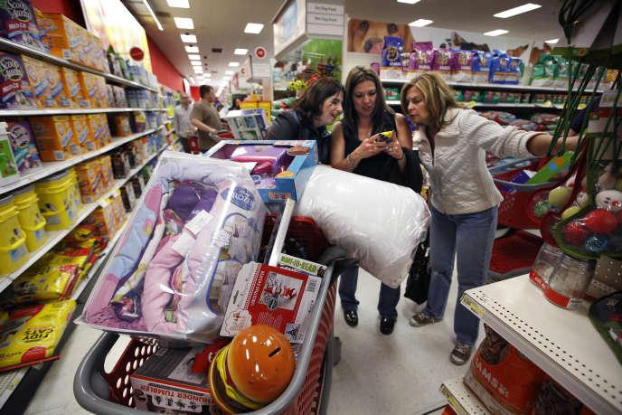 Dans un supermarché de South Portland (Maine), peu après minuit, le 28novembre 2014, jour de Black Friday.