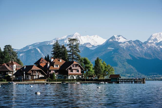 L'Auberge du Pére Bise, à Talloires, sur les berges du lac d'Annecy.