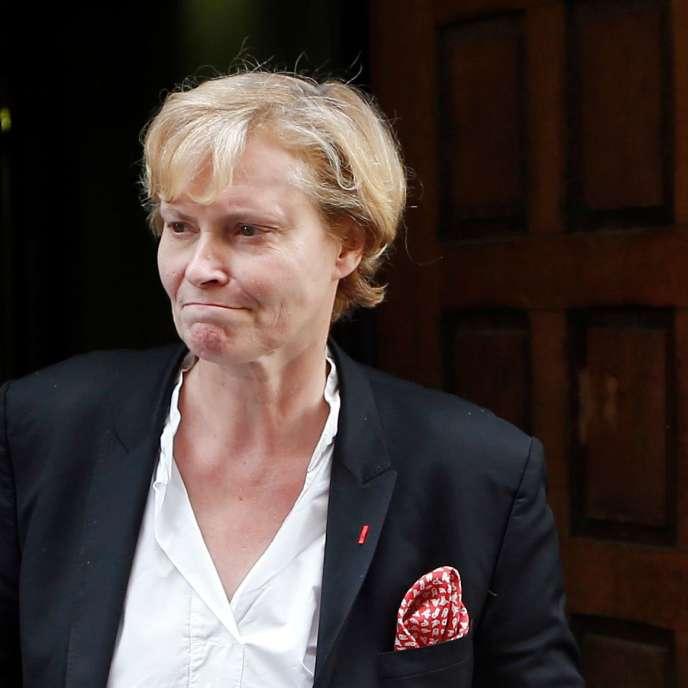 Dominique-Claire Testart-Mallemanche, à la sortie du tribunal de Nice, en octobre 2013.