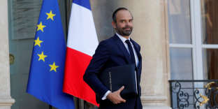 French Prime Minister Edouard Philippe leaves after the weekly cabinet meeting at the Elysee Palace in Paris, France, November 22, 2017. REUTERS/Philippe Wojazer