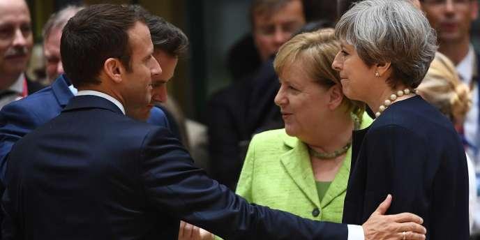 Emmanuel Macron, Angela Merkel et Theresa May à Bruxelles en juin 2017. L'Allemagne et la Grande-Bretagne ont toutes deux tenu leur objectif de 0,7 % du PNB consacré à l'aide au développement. La France est à 0,38%.