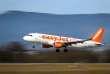 Aterrissage d'un Airbus A320-214 de la compagnie EasyJet à Genève (Suisse), le 20 novembre.