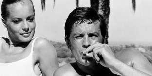 """Alain Delon et l'actrice Romy Schneider lors du tournage du film """"La Piscine"""" à Cannes, le 6 septembre 1968."""