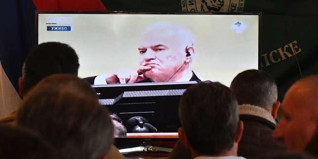 Ratko Mladic à son arrivée au tribunalpénal international pour l'ex-Yougoslavie (TPIY) à La Haye, le 22 novembre.
