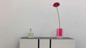 Commode à tiroirs multiples « Hommage à Mondrian» (Cappellini) : toute la poésie et symbolique de Shiro Kuramata, présenté à la galerie Wauthier.