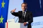Emmanuel Macron a défendu la suppression progressive de la taxe d'habitation pour 80% des foyers, devant l'Assemblée des maires de France, réunie jeudi 23 novembre à Versailles.