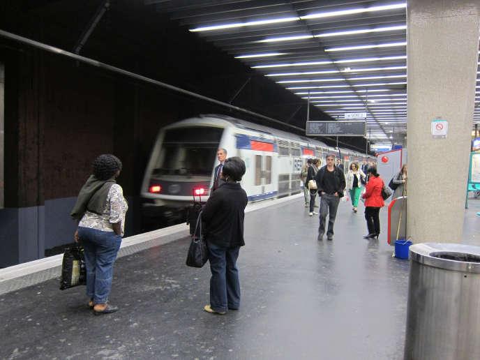 En gare du RER A de la Défense.