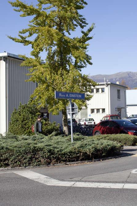Dans l'enceinte duCERN, les noms de rues rendent hommage à d'illustres scientifiques.
