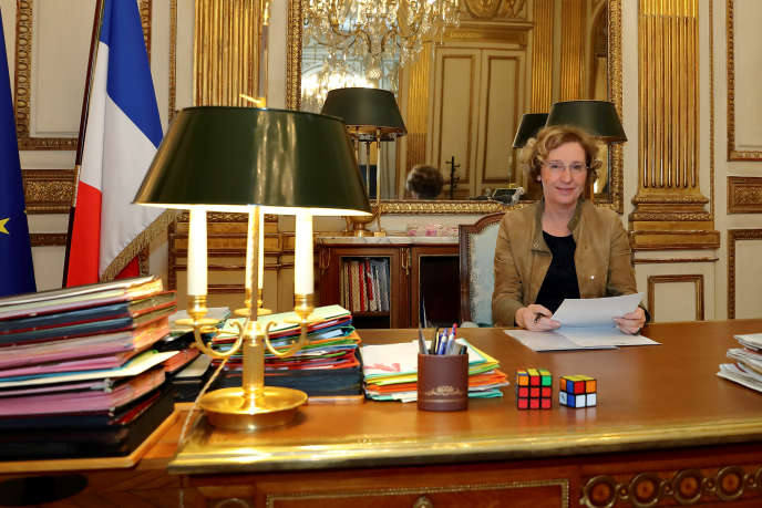 Muriel Pénicaud, la ministre du travail dans on bureau à Paris, le 15 novembre.