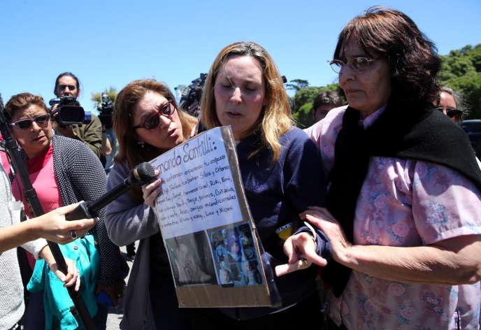 Des proches des marins disparus, à Mar del Plata, le 23 novembre.
