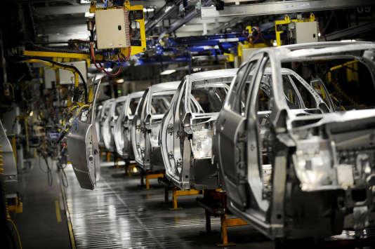 Une chaîne de montage de l'usine PSA Peugeot Citroën à Sochaux, en 2008.