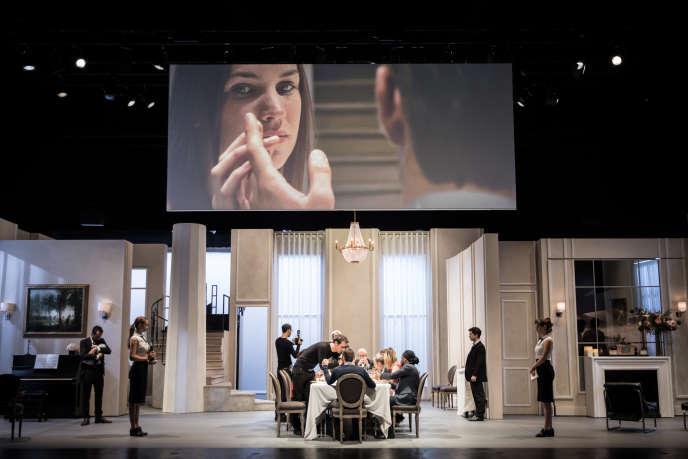 «Festen», mis en scène par Cyril Teste aux Ateliers Berthier de l'Odéon-Théâtre de l'Europe, à Paris.