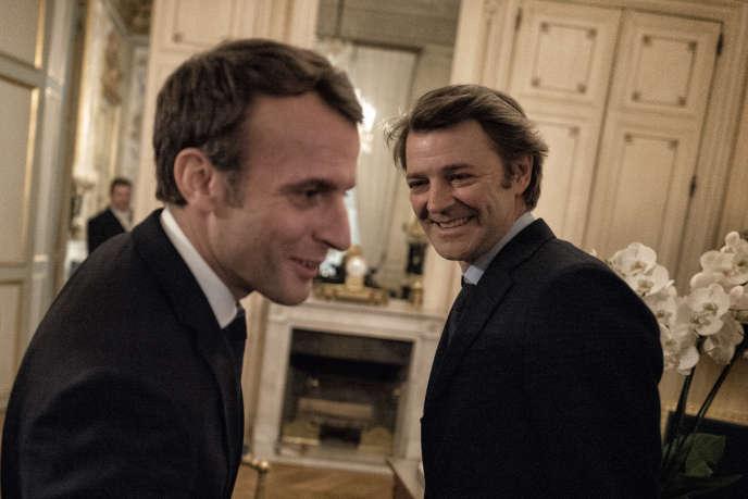 Emmanuel Macron reçoit François Baroin, président de l'Association des maires de France, le 23 novembre.