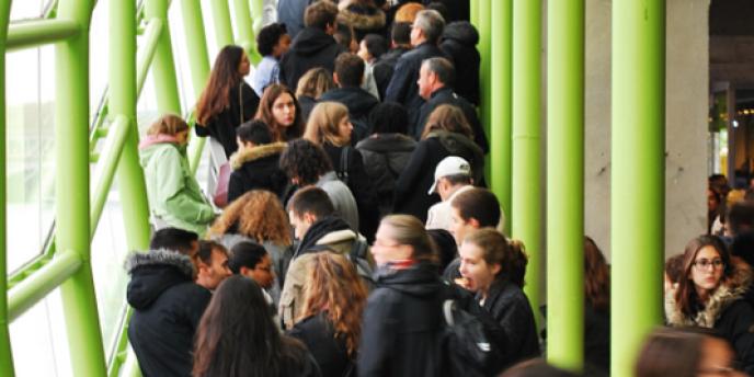 Samedi 11 novembre, lors du Salon des grandes écoles du « Monde », à la Cité de la mode et du design, à Paris.