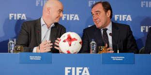 Gianni Infantino (à gauche) et l'actuel président de la Fédération turque de football à Istanbul.