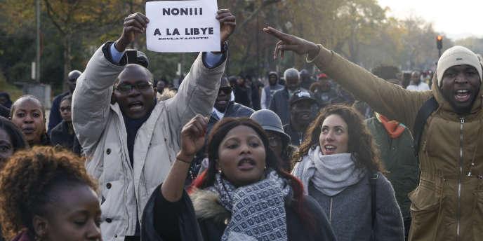 Lors de la marche contre l'esclavage en Libye, à Paris, le 18novembre 2017.