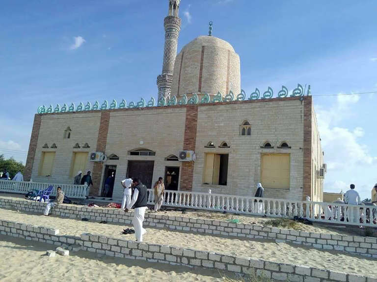 Ce qu'il faut retenir de l'attentat en Egypte qui a fait au moins 235 morts