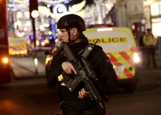La ministre de l'intérieur, Amber Rudd, a annoncé mardi que « 22 complots terroristes islamistes » avaient été déjoués depuis l'assassinat d'un soldat en pleine rue à Londres, enmai2013.