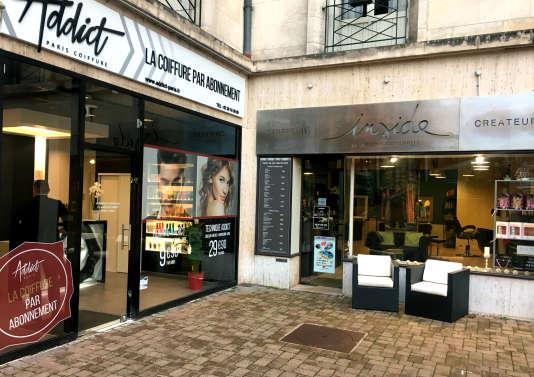A Tours, place de la Résistance, les salons Inside Coiffure et Addict Paris se livrent à une concurrence acharnée.
