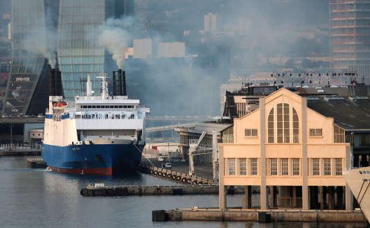 """Le ferry """"Monte d'Oro"""", de la CMN La Méridionale s'apprête à quitter le port de Marseille, le 8 septembre."""