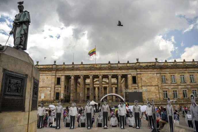 Manifestation en souvenir des victimes du conflit armé, à Bogota, le 24 novembre 2017.