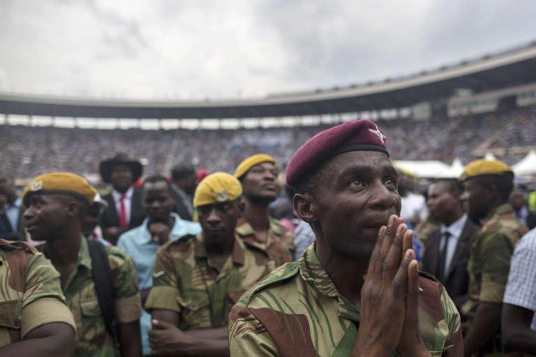 Lors de la cérémonie d'intronisation du président zimbabwéen Emmerson Mnangagwa, à Harare, le 24 novembre.