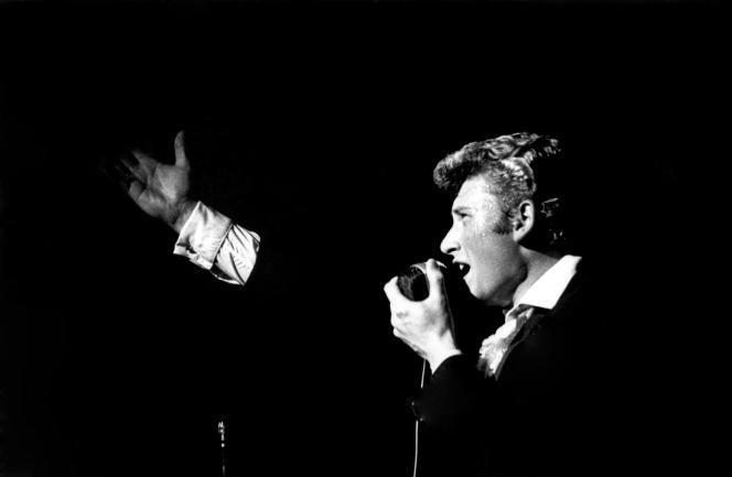 Johnny Hallyday lors de sa première à l'Olympia, à Paris, le21 septembre 1961.