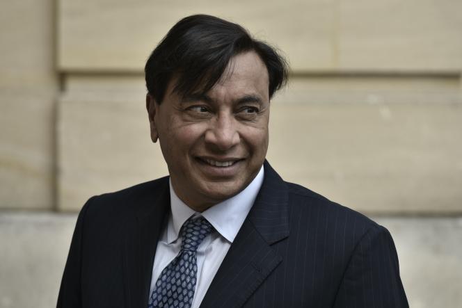 Le patron d'ArcelorMittal, Lakshmi Mittal, arrive à Matignon pour un entretien avec le premier ministre, Edouard Philippe, le 31 juillet.
