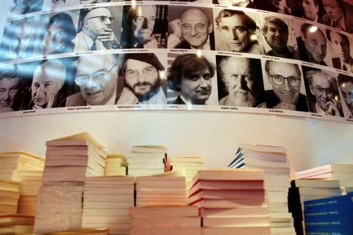 Stand des éditions du Seuil, au Salon international du livre, à Paris, en 2001.
