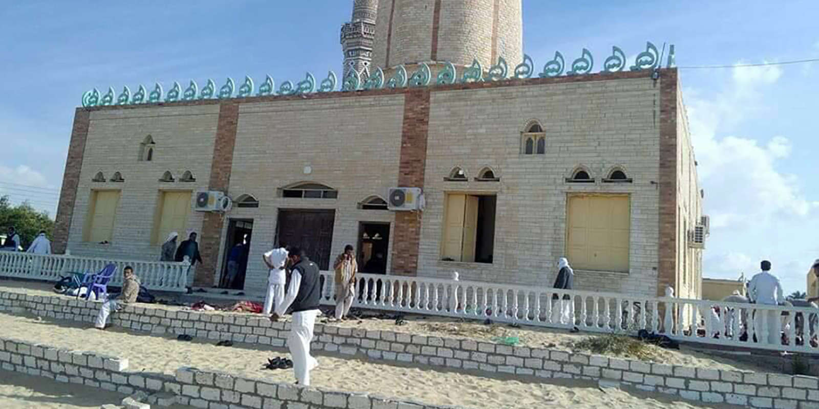 La mosquée Al-Rawdah, en Egypte, visée par une attaque, vendredi 24 novembre, qui a fait au moins 235 morts dans le Nord-Sinaï.
