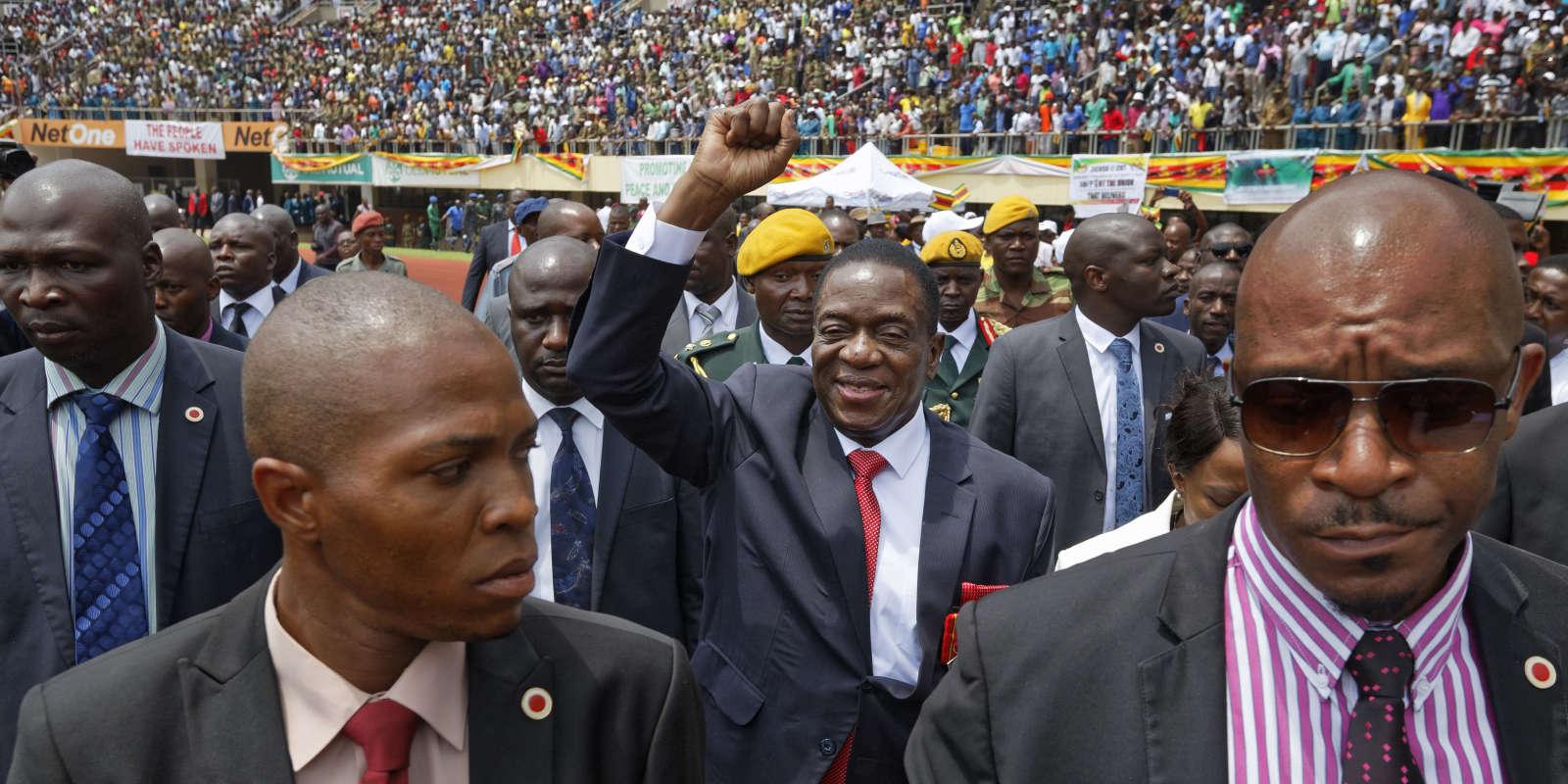 Emmerson Mnangagwa arrive à la cérémonie de son investiture à la présidence du Zimbabwe, dans un stade d'Harare, le 24 novembre.