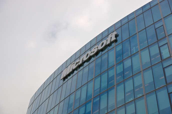 « Les recrues sont formées à leurs prochains métiers chez les partenaires de Microsoft» (Centre de Conférences Microsoft à Issy-les-Moulineaux).