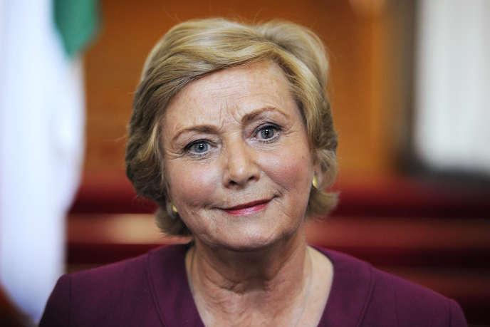La démission de Frances Fitzgerald était réclamée par l'opposition depuis sa mise en cause dans une affaire impliquant un lanceur d'alerte au sein de la police irlandaise, la Garda.