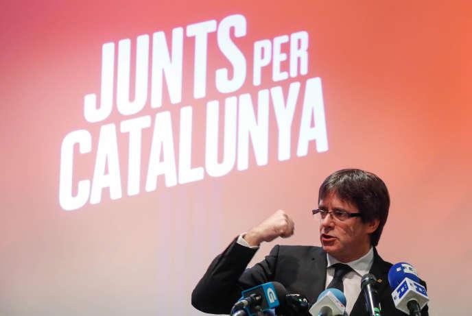 Carles Puigdemont lors du lancement de la campagne de son parti« Junts per Catalunya», samedi à Oostkamp en Belgique.