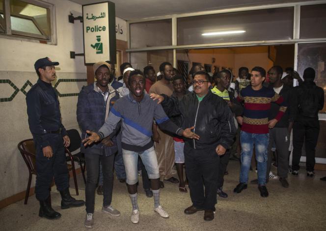Tensions entre migrants subsahariens et jeunes Marocains, à Casablanca, le 24 novembre.