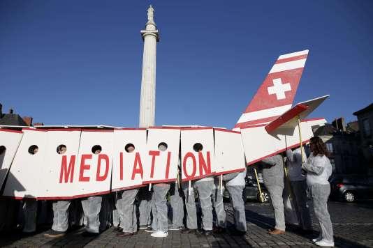 Partisans du projet d'aéroport de Notre-Dame-des-Landes, à Nantes, le 25 novembre.