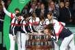 Les membres de l'équipe de France ayant participé à la campagne 2017 embrassent la Coupe Davis, à Lille, le 26 novembre.