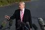 Donald Trump repondant aux journalistes dasn las jardins de la Maison blanche, à Washington, le 21 novembre.