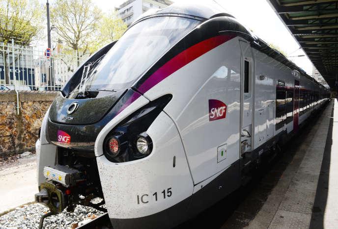 Une nouvelle rame Intercités construites par Alstom, à la gare de l'Est, à Paris le 6 avril.