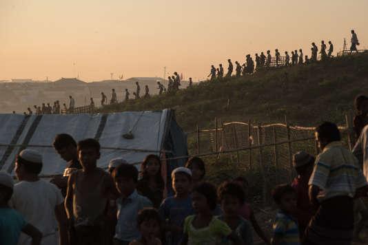 Des réfugiés Rohingya dans le camp deKutupalong, à Cox's Bazar, le 26 novembre.