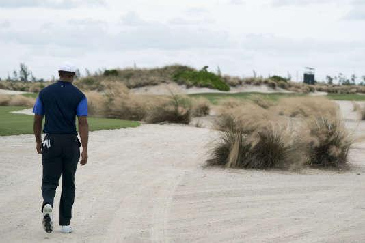 Après 300 jours sans compétition, Tiger Woods a terminé neuvième de son tournoi de reprise.