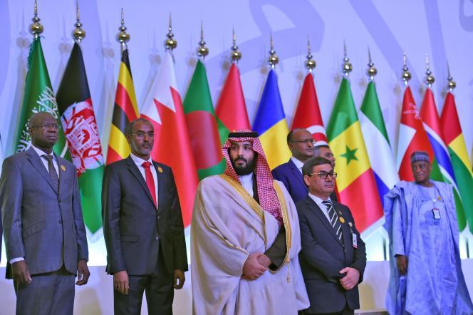 Le prince Mohammed Ben Salman (au centre) lors de la réunion d'unecoalition antiterroriste de quarante pays musulmans, à Riyad, le 26 novembre.