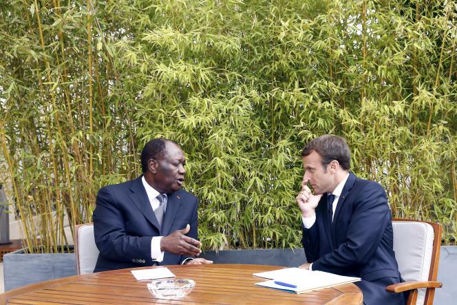 Emmanuel Macron lors de sa rencontre avec le président ivoirien Alassane Ouattara au palais de l'Elysée, le 31 août.