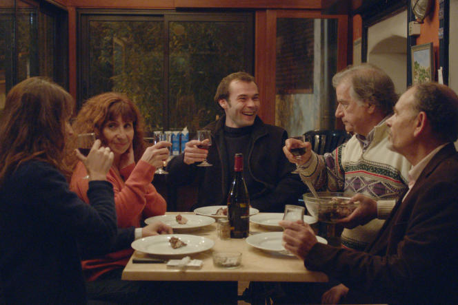 Anaïs Demoustier, Ariane Ascaride, Robinson Stévenin, Gérard Meylan et Jean-Pierre Darroussin dans« La Villa», de Robert Guédiguian.