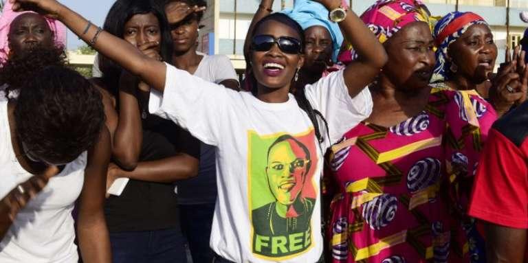 Fin octobre, des partisans du maire de Dakar, élu député en août 2017 et emprisonné depuis plus de huit mois à la prison de Rebeuss, manifestent pour soutenir l'édile accusé de « détournement de deniers publics».