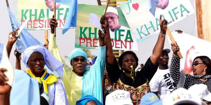 Partisans du député-maire de Dakar, Khalifa Sall, le 19 mai 2017, dans la capitale sénégalaise.