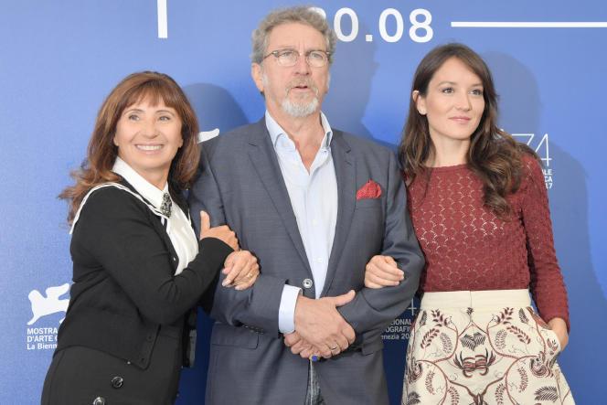 Ariane Ascaride, Robert Guédiguian et Anaïs Demoustier lors de la projection du film«La Villa» à la Mostra de Venise, en septembre 2017.