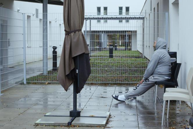 Une image extraite du documentaire de Raymond Depardon,« 12 jours», tourné à l'hôpital psychiatrique du Vinatier à Lyon.