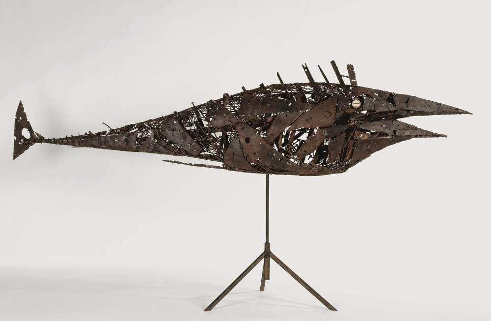 """«Cette sculpture fait partie du bestiaire fantastique que César réalise au début des années 1950 en utilisant la technique de la soudure à l'arc. Avec cette œuvre exposée dans la cour des Beaux-Arts, il obtient le prix des """"Trois Arts"""" et devient célèbre. Appelée ensuite """"Le Poisson"""", l'œuvre est acquise en 1955 par le Musée national d'art moderne.»"""