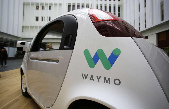 «Il n'est pas difficile de promettre un avenir nullement radieux à la voiture autonome, tout particulièrement en termes d'acceptabilité sociale» (Photo: la voiture autonome Waymo, à San Francisco, en 2016).
